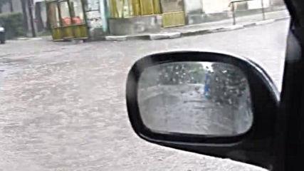 """""""Моята новина"""": Пороен дъжд с градушка превърна улиците на гр. Кубрат в реки!"""