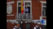Джулиън Асандж е готов да се предаде на властите в Швеция