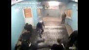 в централния руски затвор един набива пет