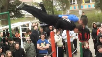 Уличният фитнес в България Vbox7