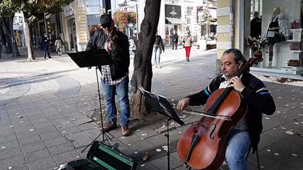 Улични музиканти в Бургас - есен 2020. Й. С. Бах: ''Овцете могат спокойно да пасат''
