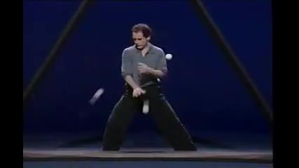 Невероятно шоу с топки и триъгълник