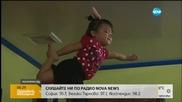 Двегодишно момиченце с акробатични умения