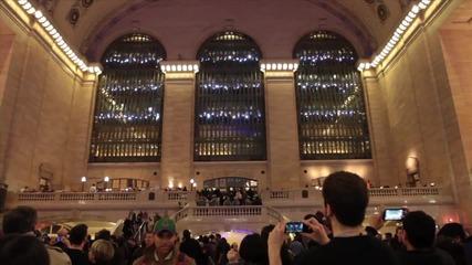 Светлини от хора по случай 100 години на Grand Central Terminal в Ню Йорк