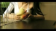 Текст! Райна - Хиляди Жени( Официално Видео)