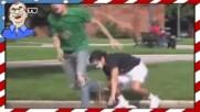 Прескочи-кобила - Момче, прескача случайни хора по улицата - Шега