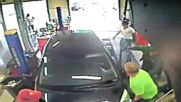 Жена прегазва автомонтьор
