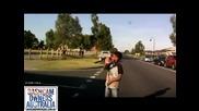 Тичащо дете изкача пред кола - Най-шокиращия момент за всеки шофьор!