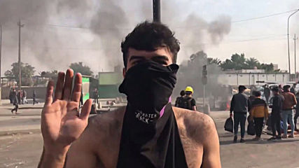 Iraq: Anti-gov't protesters demand reforms with burning tyres in central Baghdad