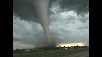 зловещо торнадо феномен