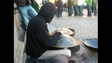 музика от Hang Drum в Амстердам