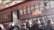 14.02.2014 - Протестиращите изпочупиха стъклата на джамията на Джумаята в Пловдив