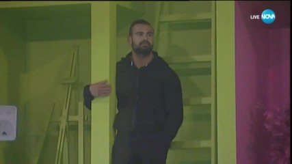 Какво прави Ричард на стената на Къщата на VIP Brother