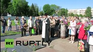 Ukraine: Hundreds lay flowers for victorious Red Army in Lviv
