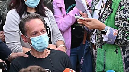 Spain: Victims of 1980s poisoning scandal evicted from Madrid's Prado Museum after suicide threats