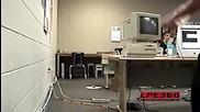 Трошене на компютър в кабинета по компютри/учителят го изгони заради строшеният компютър!