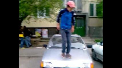 Taнц върху кола 1