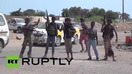 В Йемен въоръжени цивилни превземат територии на хутите, най-малко десет убити