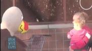 Скрита камера- забавното пиле .