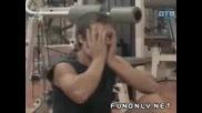 Гола Мацка Във Фитнеса - Скрита Камера