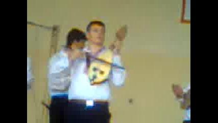Народна музика и хоро в училището Драган Манчов