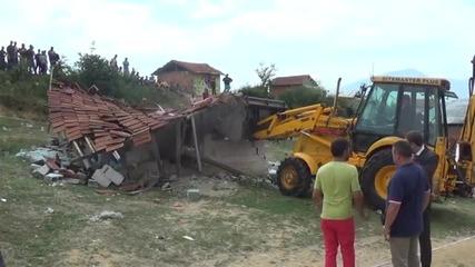 Събориха първите незаконни постройки в село Гърмен - видео БГНЕС