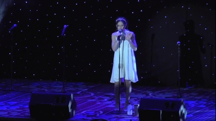 Carly Rose Sonenclar изпълнява 'feeling Good' - Starlight Gala
