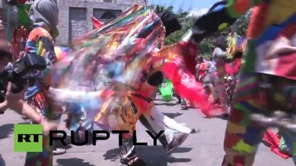 """Танцуващи дяволи във Венецуела по време на фестивала """"Доброто срещу Злото"""""""