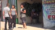 Пич се бъзика с Афроамериканци по улицата