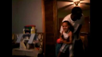 Седем годишно момиче с удивителен баскетболен талант
