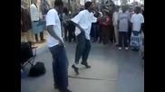 Изумителен Уличен Танцьор !