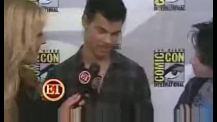 New Moon Star Taylor Lautner Im Asked To Growl A Lot