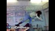 Никога Не Танцувайте Върху Чин!