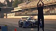 Damien Walters: Прескок на болид на Формула E със задно салто!