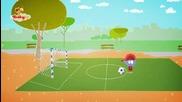 Мик се опитва да ритне топката в мрежата, дали ще успее?