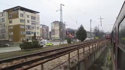 Успоредно движение на влакове в Мездра
