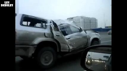 Луд руснак си кара колата по магистралата