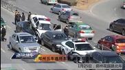 Джънджоу пет коли купчина автомобилна катастрофа две полицейски коли отзад