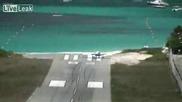Самолет неможе да спре да пистата и .