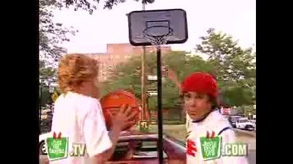 Скрита камера... Бъзици с баскетболно табло!
