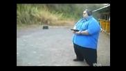 Луд дебелак  стрела с пистолет