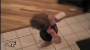 Бебе на заден ход