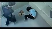 Жена бива изблъскана с главата напред в ареста и разбива лицето си в пейката- Полицейска бруталност
