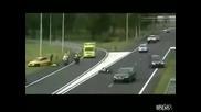 Полицай обарква движението и го помитат!!!