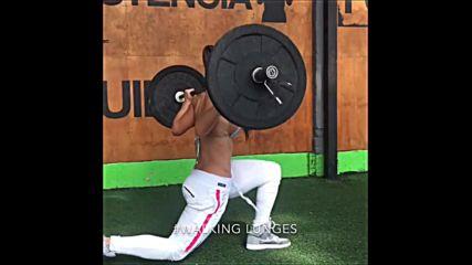 Tatiana Показва как се тренира за крака и корем