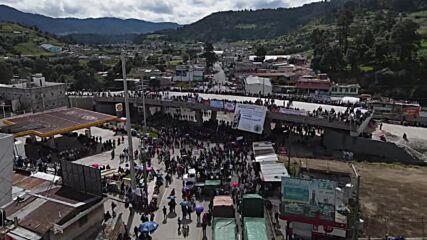 Guatemala: Indigenous people block road to demand President's resignation