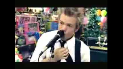 Sum 41 - Walking Disaster(official Video)