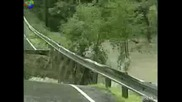 Преливаща река срива улица за минути