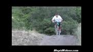 Ненормални скокове с велосипед в езеро