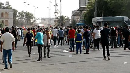 Iraq: Army use tear gas as protesters near Baghdad's Green Zone